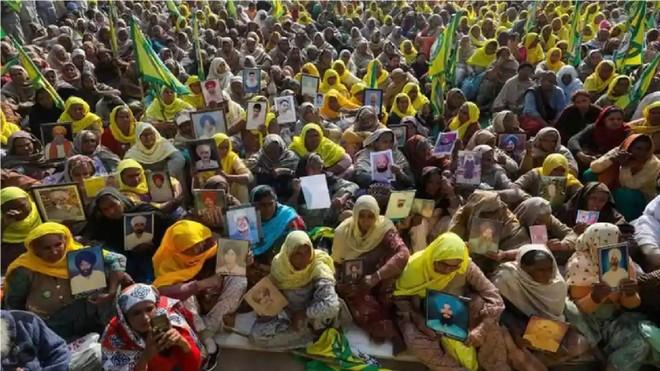 Góa phụ nông dân ở Ấn Độ biểu tình phản đối cải cách nông nghiệp ảnh 1
