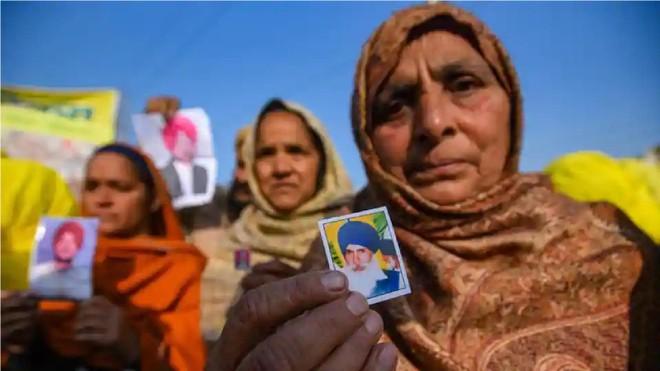 Góa phụ nông dân ở Ấn Độ biểu tình phản đối cải cách nông nghiệp ảnh 3