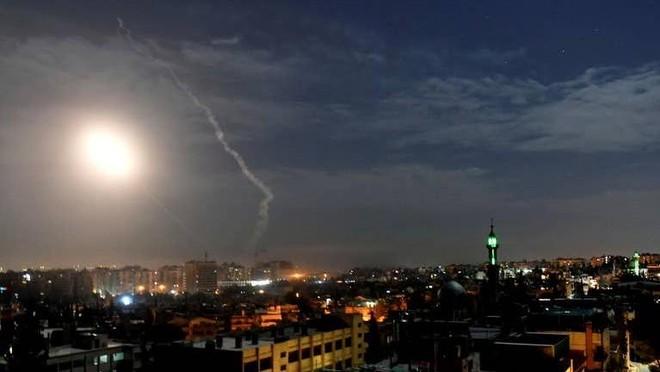 Thủ đô Syria rung chuyển vì những đợt không kích mới, nghi do Israel thực hiện ảnh 1