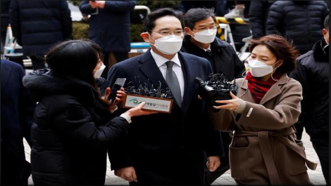 Người thừa kế tập đoàn Samsung quay trở lại nhà giam trong bản án mới ảnh 1
