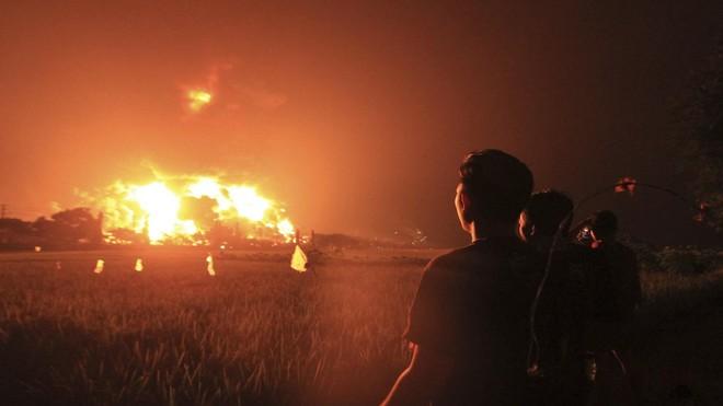 Cả ngàn người phải sơ tán khi nhà máy lọc dầu lớn nhất Indonesia bốc cháy ảnh 2