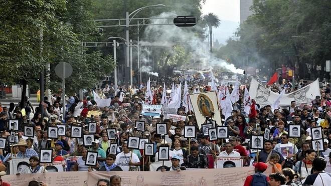 Mexico: Gia đình chết lặng nhận hài cốt con trai trong… túi bóng đen ảnh 2