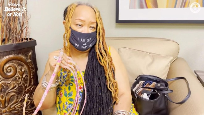 Người phụ nữ có bộ móng tay dài nhất thế giới quyết định cắt bỏ sau 28 năm ảnh 1