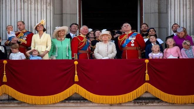 Thân vương Charles sẽ kế thừa tước vị Công tước xứ Edinburgh sau sự ra đi của Hoàng thân Philip ảnh 2