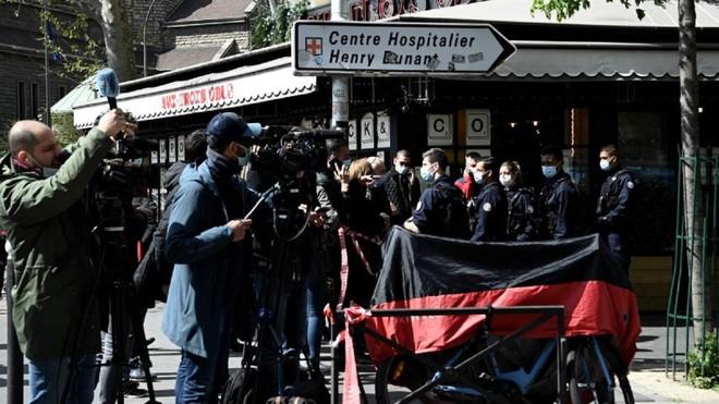 Hai người thương vong trong vụ xả súng tại bệnh viện ở Paris ảnh 1