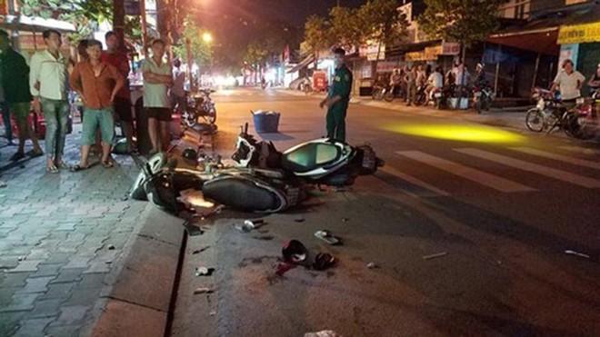 [Tin nhanh tối 17-4-2021] Nam thanh niên sát hại bạn gái rồi lao vào ô tô tự sát ảnh 2
