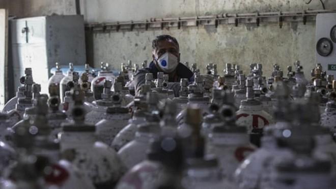 Người dân tích trữ oxy khiến khủng hoảng Covid-19 ở Ấn Độ thêm trầm trọng ảnh 1