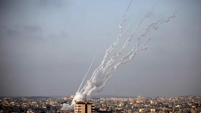 Các nhà báo tại dải Gaza tham gia cuộc trò chuyện của Hamas bị chặn khỏi WhatsApp ảnh 1