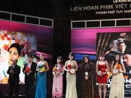 Làng giải trí Việt 2011: Sự bận rộn dễ dãi... ảnh 1