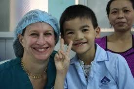 Bác sĩ và những ca phẫu thuật nhớ đời, cười ra nước mắt ảnh 2