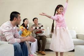 Chuyện cha mẹ bênh con chằm chặp và những hậu quả