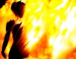 """Tưới xăng đốt vợ vì cơn ghen được """"hỗ trợ"""" bởi... ma men"""