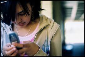 """Nữ sinh lớp 9 nhắn tin cho thầy: ..nhớ mua """"áo mưa"""" ảnh 1"""