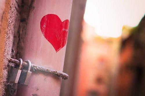 """Hỏng hết một đời, chỉ vì """"yêu điên"""" ảnh 1"""