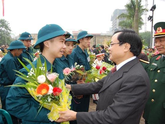 Lãnh đạo Hà Nội và Bộ Quốc phòng động viên tân binh nhập ngũ ảnh 1