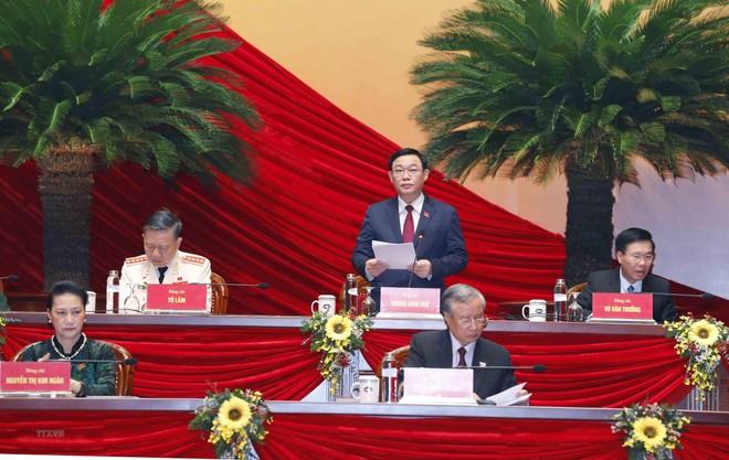 Đại hội XIII: Bí thư Thành ủy Hà Nội Vương Đình Huệ điều hành phiên thảo luận về các dự thảo văn kiện ảnh 1