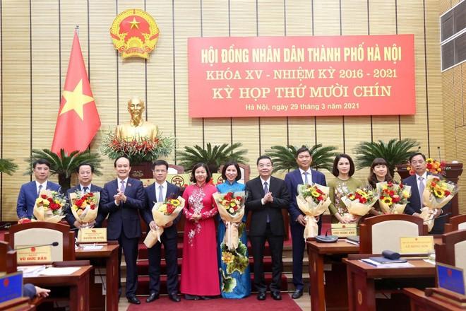 Hà Nội miễn nhiệm, bầu bổ sung hàng loạt Ủy viên UBND TP ảnh 2