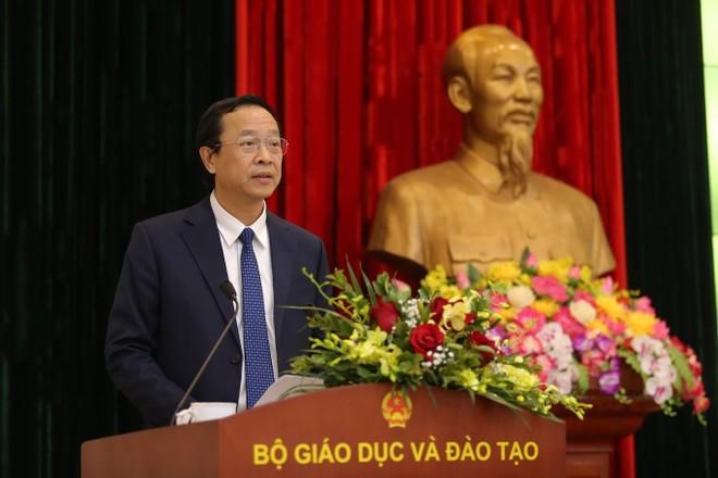 Thứ trưởng Bộ GD&ĐT Phạm Ngọc Thưởng nói về giải pháp tổng thể cho giá sách giáo khoa ảnh 1