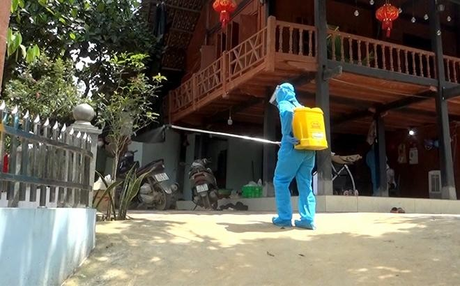 Vi phạm phòng dịch Covid-19, Giám đốc Trung tâm y tế thành phố Yên Bái bị kỷ luật cảnh cáo ảnh 1