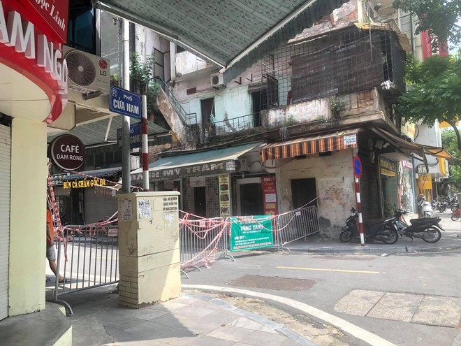 """Rào chắn chốt """"vùng xanh"""" ở Hà Nội: Nơi dỡ khẩn trương, nơi bảo phải """"duy trì"""" ảnh 4"""