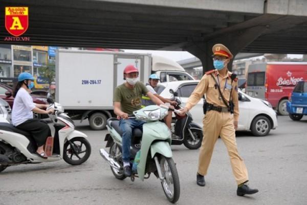Vi phạm giao thông còn livestream lên mạng xã hội có thể phải ngồi tù ảnh 1