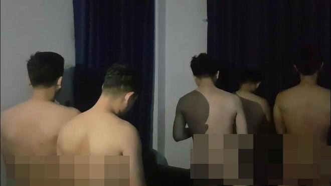 Từ vụ phát hiện 33 người đàn ông quan hệ đồng tính trong cơ sở massage: Vì sao khó xử lý? ảnh 1