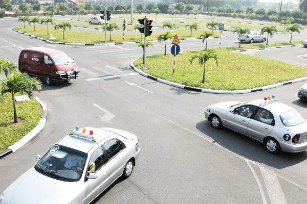 Những nội dung thi sát hạch giấy phép lái xe ôtô theo quy định mới nhất ảnh 1