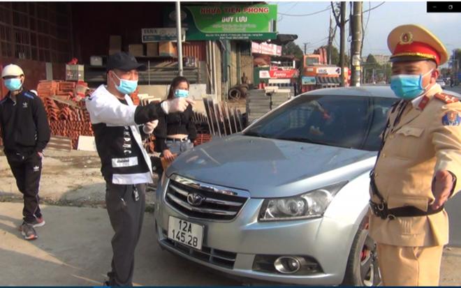 Lái xe không chấp hành đo nồng độ cồn, còn livestream trên mạng sẽ bị xử lý ra sao? ảnh 1