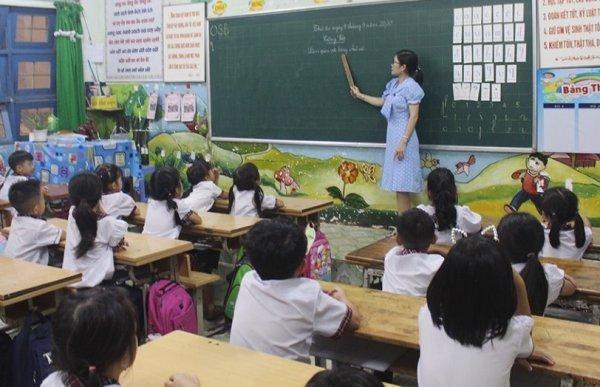 Từ 20-3, giáo viên dạy lâu năm chỉ hưởng lương bằng giáo viên mới? ảnh 1
