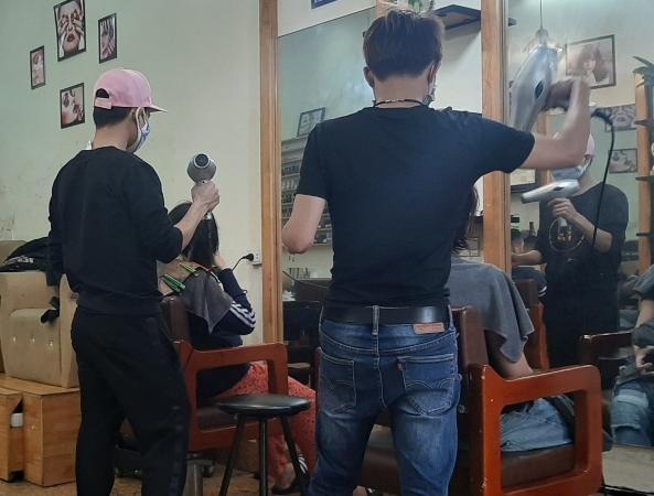 Thực hư việc người làm nghề cắt tóc, gội đầu, giặt là phải nộp thuế tới 7% ảnh 1