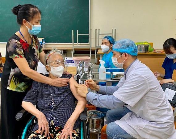 """Luật sư nói gì về vụ """"không tiêm vaccine phải làm cam kết"""" ở phường Hoàng Liệt, quận Hoàng Mai, Hà Nội? ảnh 1"""