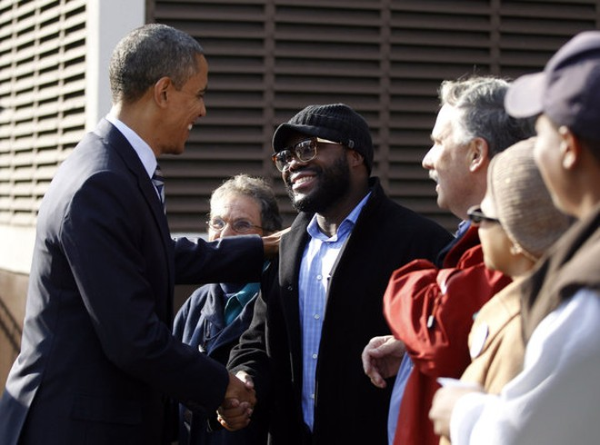 Ông Obama thăm hỏi cử tri là hàng xóm láng giềng tại Chicago trong ngày bầu cử
