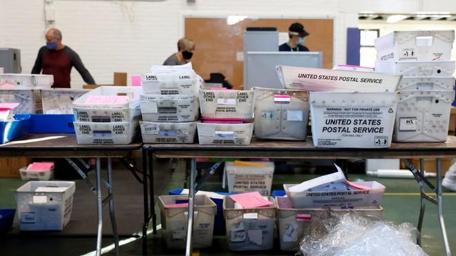 """Nhân viên bưu điện Mỹ lại """"tố"""" gian lận bầu cử ảnh 1"""