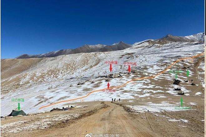 Ấn Độ, Trung Quốc dàn trận xe tăng ở biên giới ảnh 1