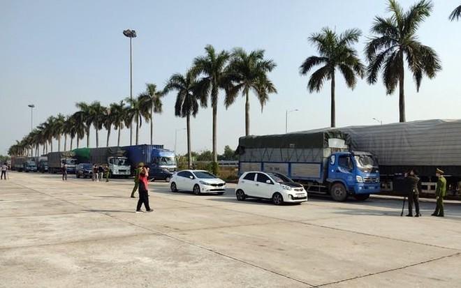 [Tin nhanh sáng 14-1-2021] Đoàn xe chở 300 tấn hàng lậu từ Quảng Ninh về Hà Nội tiêu thụ Tết ảnh 1