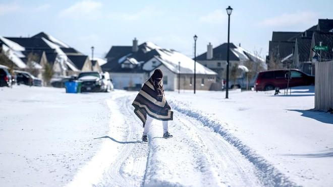 Thị trưởng Texas từ chức vì chỉ trích dân cầu cứu trong tuyết lạnh ảnh 1
