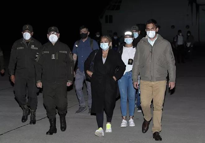 Bolivia bắt được cựu Tổng thống lâm thời khi đang trốn… dưới giường ảnh 2