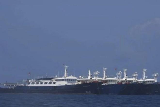 Chiến đấu cơ Philippines giám sát đội tàu Trung Quốc ở Biển Đông ảnh 1