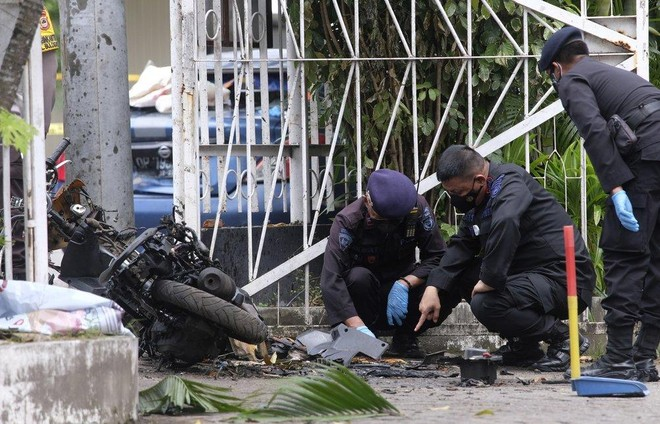 Nghi phạm đánh bom nhà thờ ở Indonesia là cặp đôi mới cưới ảnh 1