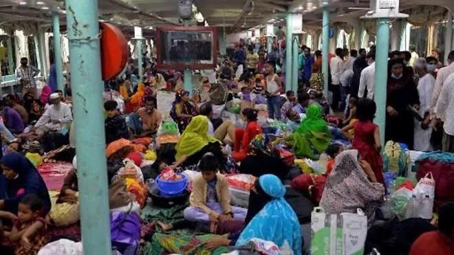 Bangladesh: Chìm phà chở người kéo nhau về quê trước lệnh giãn cách ảnh 1