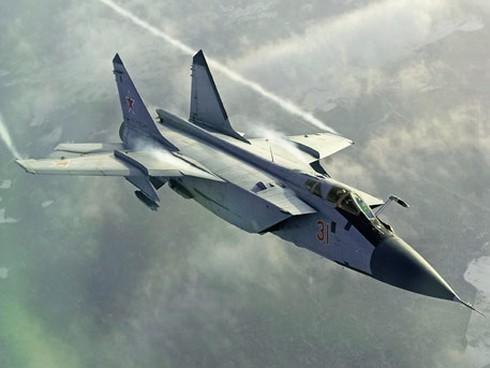 MiG-31 Nga tăng tốc áp sát do thám cơ Mỹ trên Thái Bình Dương ảnh 1