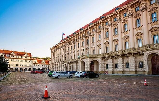 CH Czech yêu cầu Nga cắt giảm số lượng nhà ngoại giao để cân bằng hai bên ảnh 1