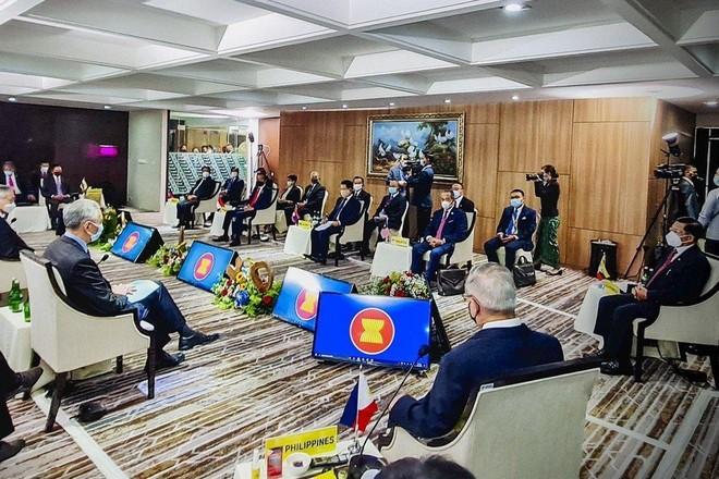 Lãnh đạo ASEAN hối thúc Tổng tư lệnh quân đội Myanmar chấm dứt bạo lực ảnh 1