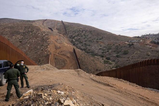 Lầu Năm Góc hủy dự án xây tường biên giới với Mexico ảnh 1