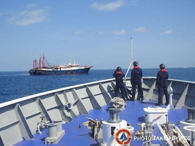 Philippines không chấp nhận việc Bắc Kinh cấm đánh cá ở Biển Đông ảnh 1