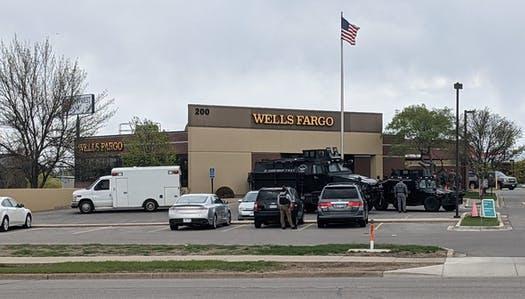 [Video] Cảnh sát Minnesota bắt kẻ cướp ngân hàng cố thủ 6 tiếng, cầm giữ 5 con tin ảnh 1