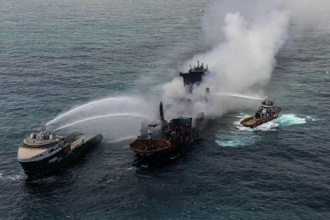 Sri Lanka đối mặt với thảm họa do tàu chở hóa chất bị chìm ảnh 1