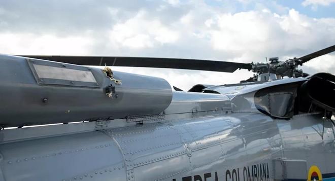 Trực thăng chở Tổng thống Colombia trúng nhiều phát đạn ảnh 1
