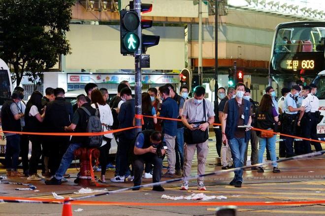 Một cảnh sát Hồng Kông bị đâm trong vụ tấn công kiểu 'sói đơn độc' ảnh 1