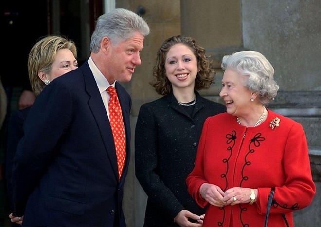 """Tiết lộ mới: Tổng thống Mỹ Bill Clinton từng """"từ chối khéo"""" uống trà cùng Nữ hoàng Anh ảnh 1"""